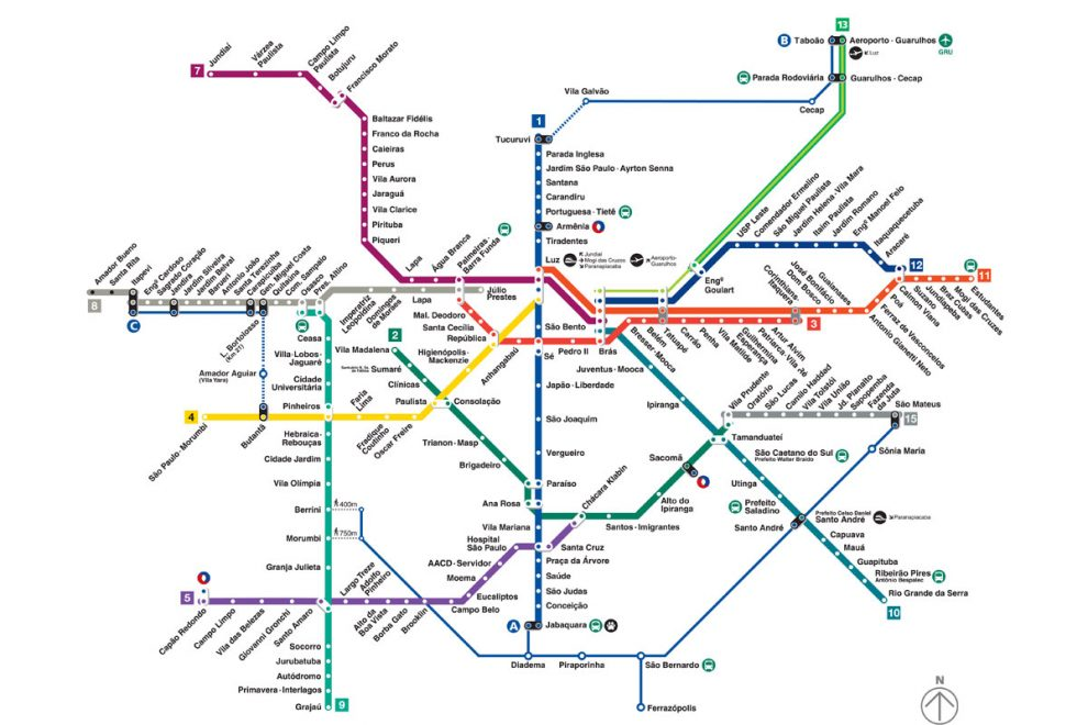 #PraCegoVer audiodescrição resumida: Em fundo branco, mapa do transporte metropolitano de São Paulo (METRÔ). Cada linha do transporte é representada por uma cor, sendo elas: Azul, verde, vermelho, amarelo, lilás, rubi, diamante, esmeralda, turquesa, coral, safira e jade. Junto à cada linha, há o nome de cada uma das estações.